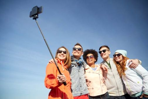 in-defense-of-the-selfie-stick-mainphoto