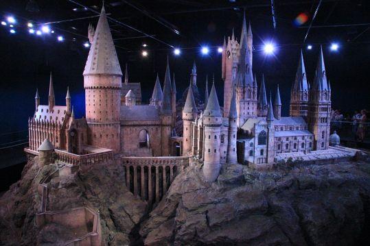 1200px-Hogwarts_model_studio_tour